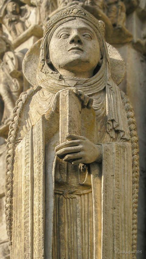 Queen, Column statue by Jill K H Geoffrion